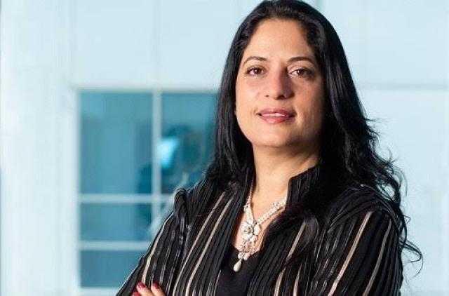 هدي منصور تفوز بجائزه أفضل إمرأة عربية فى التحول الرقمي